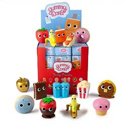 KRTBYMG022-YUMMY WORLD VINYL MINIS PDQ(24